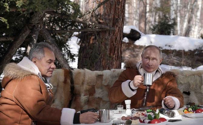 Vladimir Putin si Serghei Soigu Sursa foto: Kremlin.ru