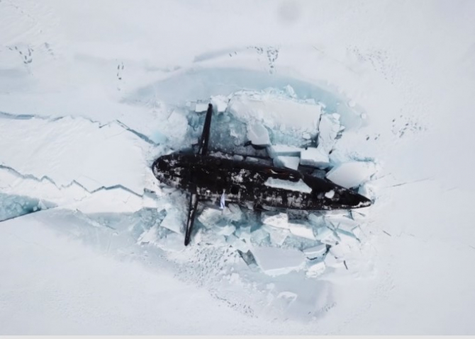 Un submarin nuclear rus, ieșind la suprafață în Arctica. Sursă foto: Ministerul Apărării de la Moscova