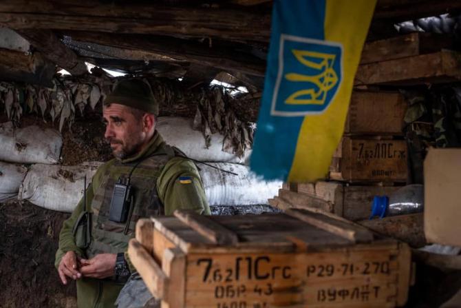 Foto: Soldat al Armatei Ucrainei, pe frontul din Donbas, estul țării. Sursă: Ministry of Defense of Ukraine - Facebook
