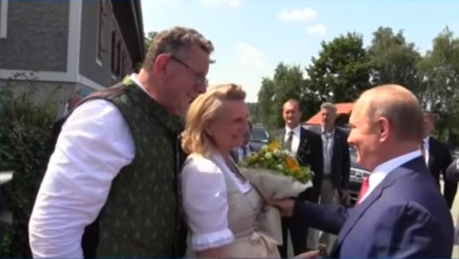 Vladimir Putin și Karin Kneissl  Sursa foto: Captura Youtube