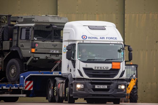 2. -imagine fara descriere- (camion-royal-air-force_41362000.jpeg)