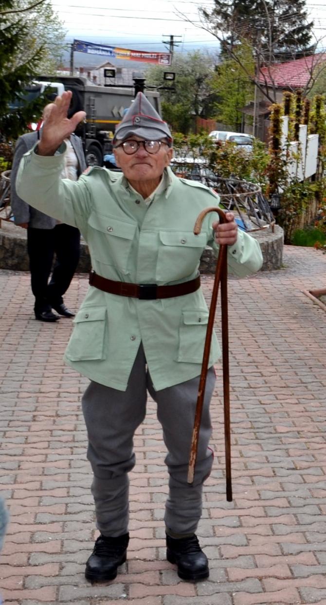 2. Veteranul ... (gheorghe-badulescu_68970100.jpg)