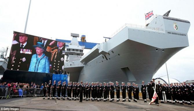 Ceremonia de intrare în serviciu a portavionului britanic HMS Queen Elizabeth, în prezența Majestății Sale Regina Elisabeta a II-a. Sursă foto: Royal Navy