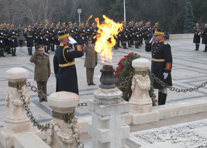 Ceremonie în Parcul Carol la Mormântul Soldatului Necunoscut, sursă foto: MApN