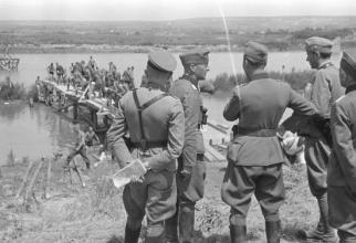 Armata română, în timpul celui de-al Doilea Război Mondial, pregătindu-se să treacă Prutul. Sursă foto: Wikipedia