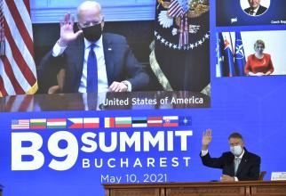 Președintele american Joe Biden și președintele Klaus Iohannis, la summitul B9 de la București. Sursă foto: Ambasada Statelor Unite ale Americii în România