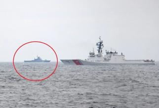Foto: Nava americană USCGC Hamilton a Gărzi de Coastă a SUA și, în apropierea ei, nava de patrulare Pavel Derzhavin a Federației Ruse. Sursă foto: Serviciul de Grăniceri de Stat din Ucraina via. Defence-Blog
