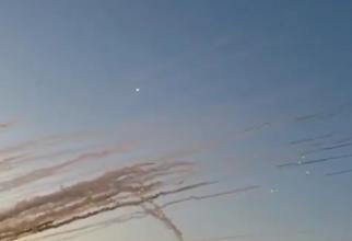 Rachete lansate din Fâșia Gaza spre Israel, sursă foto: Captură video cont Twitter - Ruth kiryati Israel News @RuthKiryati