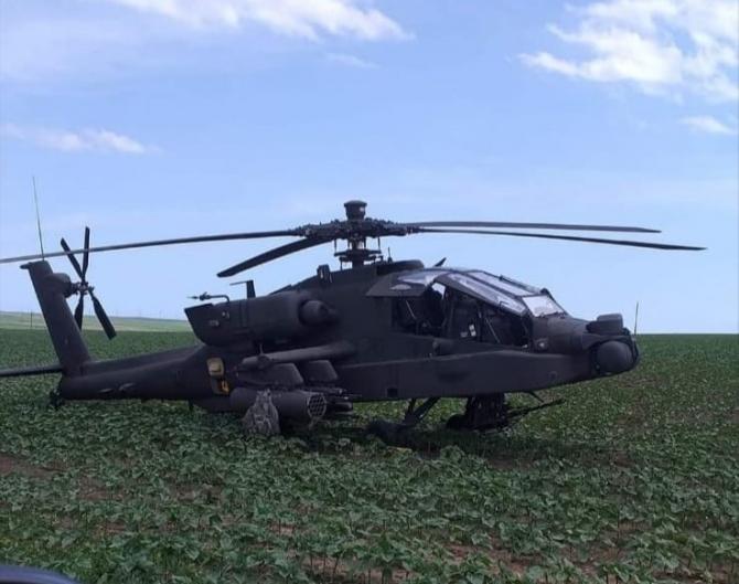 Un elicopter militar american a aterizat pe un câmp din comună Pecineaga, judeţul Constantă: Sursa Foto: Ziuaconstanta.ro.