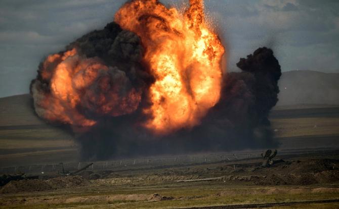 2. Imagini di... (explozie-rusia-armata-exercitii_83120100.jpg)