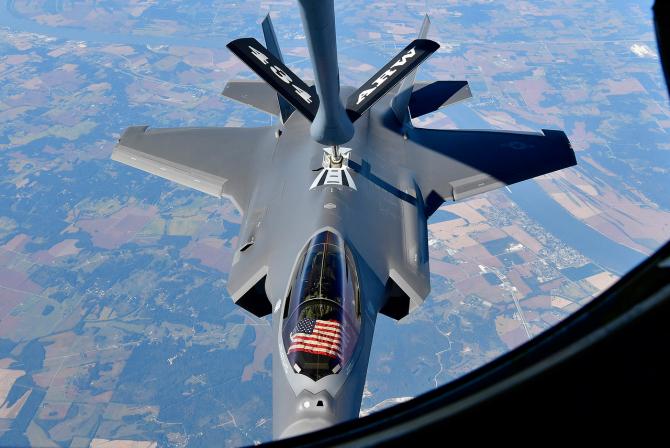 Un F-35 al US Air Force, în timpul unei misiuni de realimentare. Sursă foto: Lockheed Martin