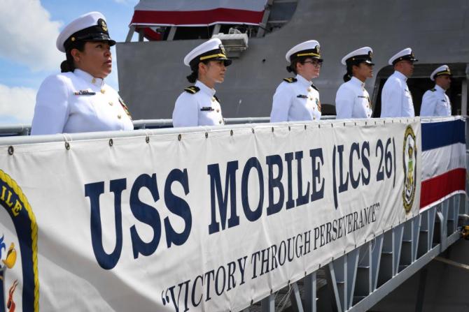 3. -imagine fara descriere- (marinari-us-navy_71800000.jpg)