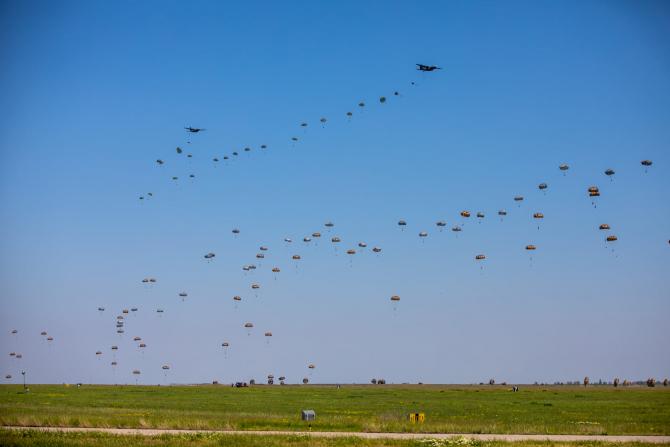 Asalt de parașutiști Sursa foto: Bogdan Pantilimon, Statul Major al Forțelor Aeriene