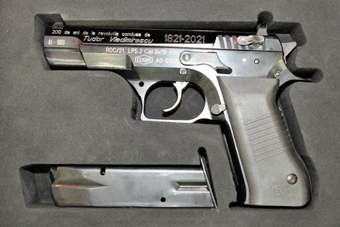 "Pistol semiautomat P5.2 ""Pandur"", cal. 9 mm, md. 2021. Sursă foto: Muzeul Național Militar ""Regele Ferdinand I"""