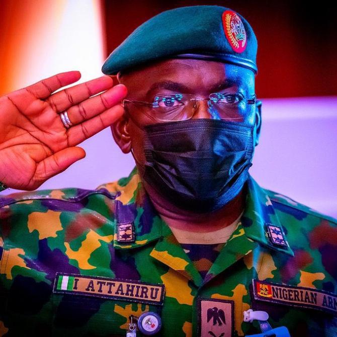 2. -imagine fara descriere- (seful-armatei-nigeriene-ibrahim-attahiru_42601400.jpg)