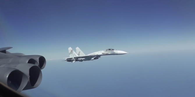 Un avion rusesc Su 27 a escortat un bombardier american B-52H