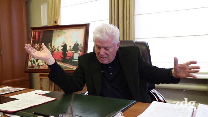 Vladimir Voronin, liderul comuniștilor din Republica Moldova, în biroul său, alături de un tablou cu Lenin. Sursă foto: Captură YouTube Ziarul de Gardă