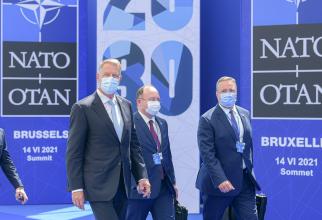 Președintele României Klaus Iohannis, împreună cu Bogdan Aurescu, ministrul de externe al României și Nicolae Ciucă, ministrul Apărării al României, la summitul NATO de la Bruxelles, sursă foto: Administrația Prezidențială