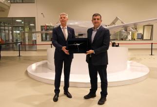 Ministrul Apărării din Letonia, Artis Pabriks, a făcut o vizită la un centru de producție a dronele de luptă ale Turciei. Sursa Foto: Baykar.