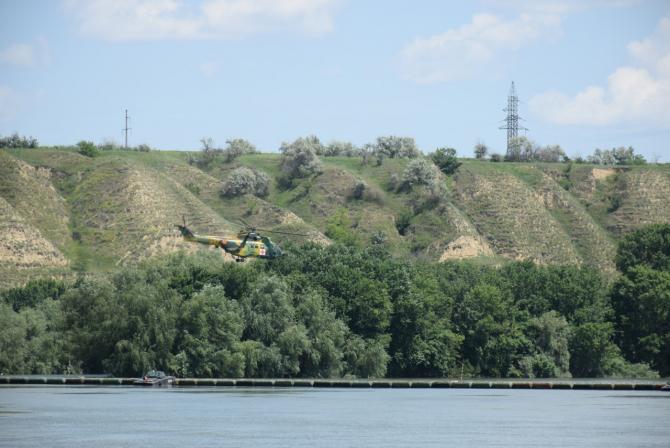 5. -imagine fara descriere- (elicopter-puma-naval-dunare_93735300.jpg)