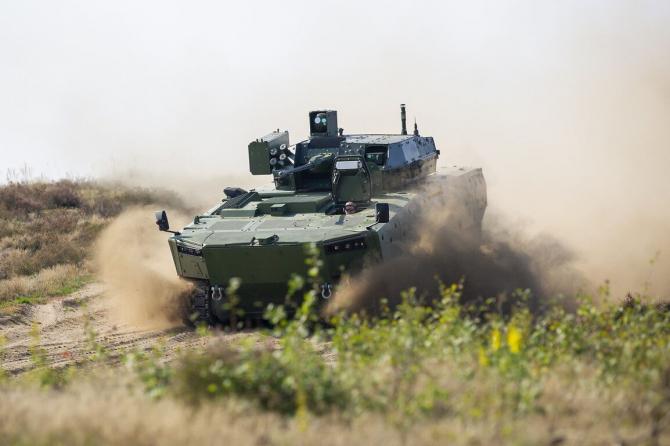 Vehiculul blindat amfibiu Borsuk NBPWP (New Floating Infantry Fighting Vehicle). Sursa Foto: PGZ