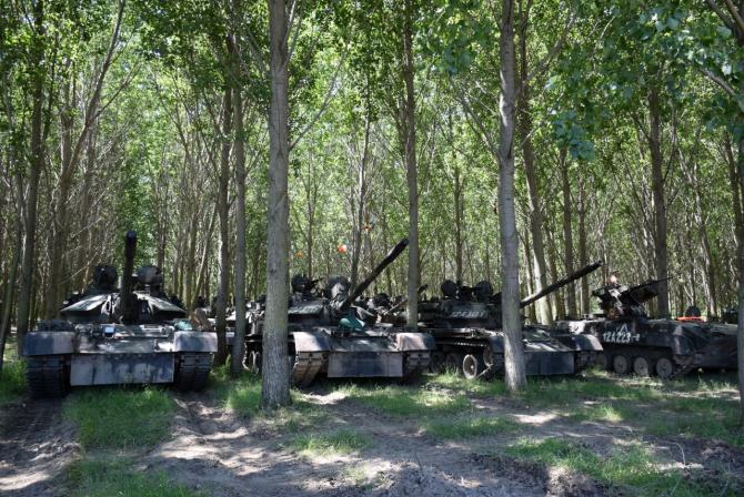 3. -imagine fara descriere- (tancuri-romania-dunare_47721400.jpg)