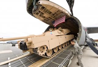 M1 Abrams, în timpul unui transport aerian. Sursă foto: US Air Force