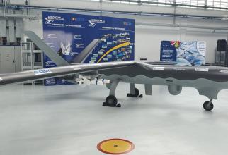Machetă a dronei Watchkeeper X, prezentă la Aerostar Bacău cu ocazia semnării Memorandumului de Înțelegere pentru crearea consorțiului Watchkeeper. Sursă foto: DefenseRomania