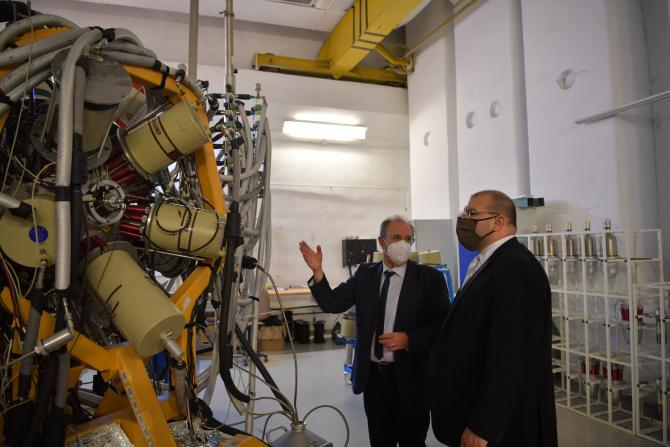 David Muniz, însărcinatul cu afaceri al Ambasadei SUA la Bucureşti, în vizită la Măgurele. Sursă foto: Ambasada Statelor Unite ale Americii în România