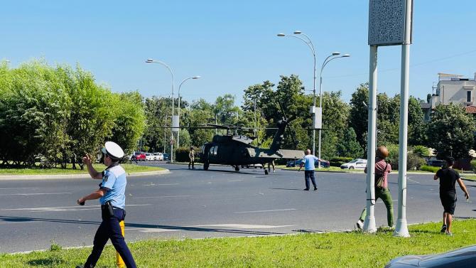 2. -imagine fara descriere- (elicopter-balck-hawk-charles-de-gaulle_11909800.jpg)