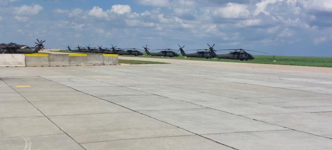 4. -imagine fara descriere- (elicoptere-black-hawk_22866300.jpg)