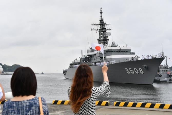 2. Sursă foto... (japonia-marina-nava_31632200.jpg)