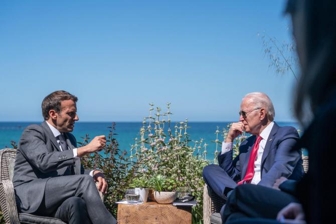 Emmanuel Macron, președintele Franței și Joe Biden, președintele Statelor Unite ale Americii. Sursă foto: Palatul Elysee, Administrația Prezidențială a Franței via. Emmanuel Macron Facebook