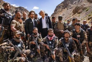 "Ahmad Massoud este fiul lui Ahmad Shah Massoud, erou al rezistenţei ... Comandantul Ahmed Shah Massoud, supranumit ""Leul din Panjshir"". Sursa foto: Twitter  Bernard-Henri Lévy."