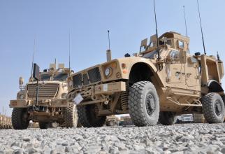 Vehicule americane MRAP, în timpul unei misiuni în Afganistan. Sursă foto: US Army