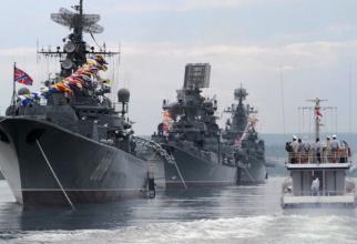 Nave de război rusești în portul Sevastopol din Crimeea.