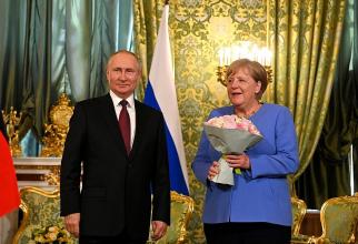 Președintele rus Vladimir Putin și cancelarul german Angela Merkel, în timpul întrevederii de la Moscova din 20.08.2021. Sursă foto: Kremlin