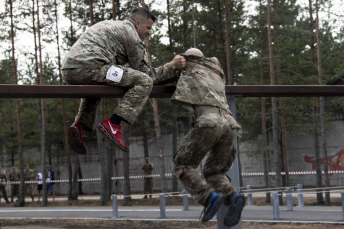 Concurenți americani la pista cu obstacole CISM - Tallinn, Estonia, 2019   Foto: Sgt. Apolonia Gaspar via AORR