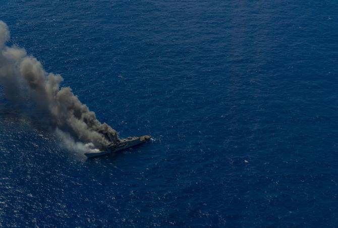 2. Fregata US... (fregata-uss-ingraham_98241800.jpg)