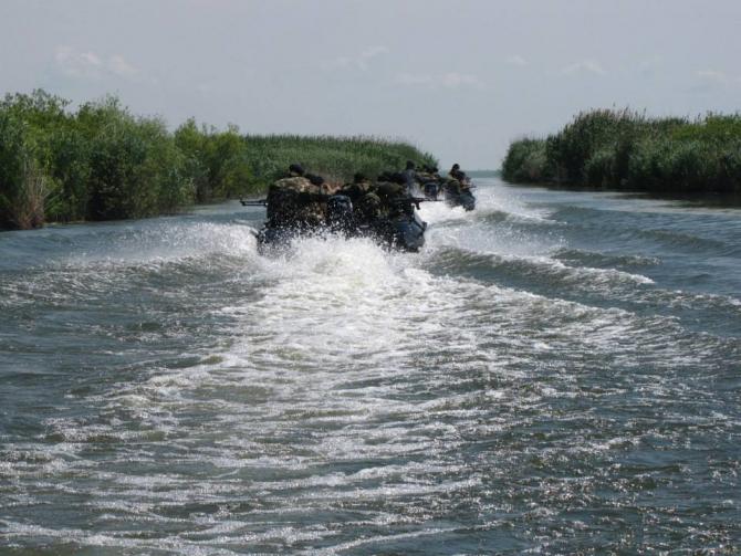 2. Sursă foto... (infanterie-marina-dunare-flota-fluviala-romania_33318900.jpg)