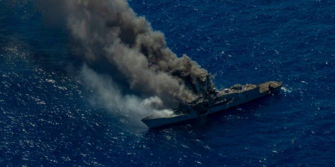 Fregata USS Ingraham, în momentul în care a fost lovită de rachetele Naval Strike și scufundată. Sursă foto: US Navy via Bussines Insider