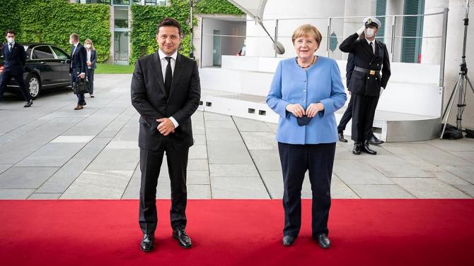 2. Președinte... (zelenski-merkel_08965900.jpg)
