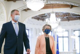 Klaus Iohannis, președintele României, și Ursula von der Leyen, președintele Comisiei Europene, în vizită la București. Sursă foto: Administrația Prezidențială din România