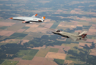 Realimentarea aeriană a unui F-35C Lightning II de către o dronă MQ-25. Sursă foto: Boeing