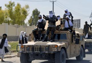 Vehicule militare americane de tip Humvee oferite de SUA pentru Forţele de Securitate Afgane şi ajuns în posesia forţelor talibane. Sursa Foto: Twitter