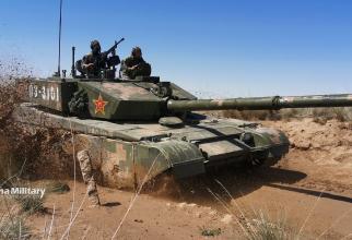Tanc chinez ZTZ-99 cunoscut și sub denumirea de Type-99, în timpul unor exerciții militare. Sursă foto: Ministerul Apărării din China