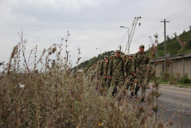 2. -imagine fara descriere- (armata-romana-soldati-mars-pluton-2_12351200.jpg)
