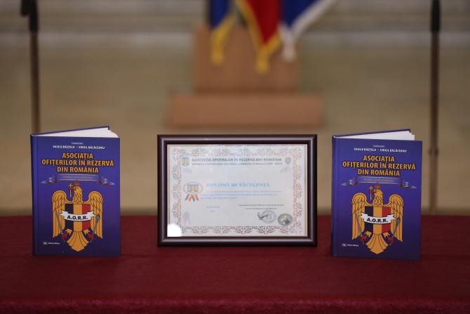 """2. Cartea """"As... (cartea-prc-e2prc-80prc-9easociatia-ofiterilor-in-rezerva-din-romania--puternica--activa--responsabilaprc-e2prc-80prc-9d_62279100.JPG)"""