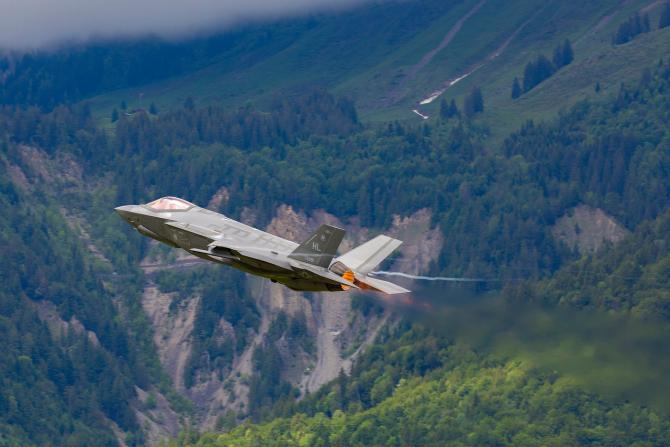 F-35, în timpul unui zbor demonstrativ în Elveția, în 2019. Sursă foto: Lockheed Martin