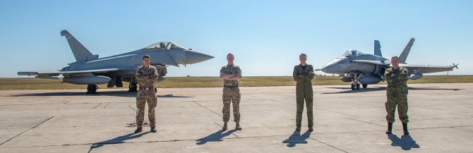Al cincilea detașament al Forțelor Aeriene Regale Canadiene, sosit în România în vederea executării serviciului de Poliție Aeriană Întărită. Sursa Foto: Twitter NATO Air Command.